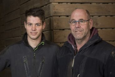 Vader Koos en broer Gijs Sturm nemen de honneurs waar voor zoon/broer Max, die voor zijn studie in het buitenland verblijft.