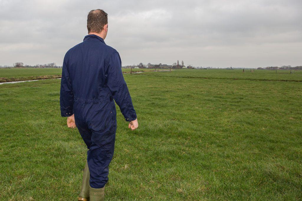 In de weilanden gaat Gerard Mul met drones nesten van weidevogels in beeld brengen. De data worden gebruikt door machines op het land.
