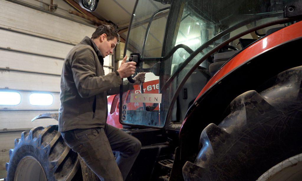 De nieuwe Steyr 6165 CVT kan net als de drie jaar oude New Holland-trekker brandstofverbrukskaarten maken.