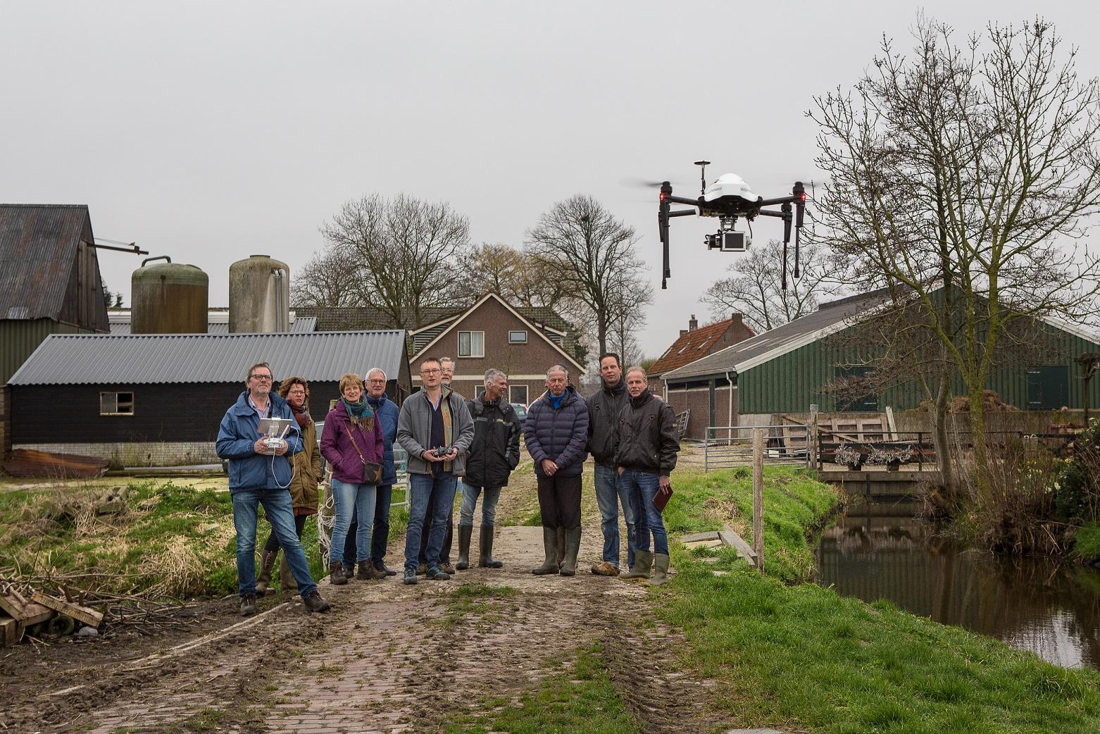 Gerard Mul gebruikt een drone om weidevogelnesten te zoeken met 4D Precisie-natuurbeheer en de plaatselijke weidevogelvereniging.