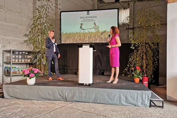 Corné Kempenaar spreekt op een netwerkbijeenkomst over samenwerking op het gebied van precisielandbouw.