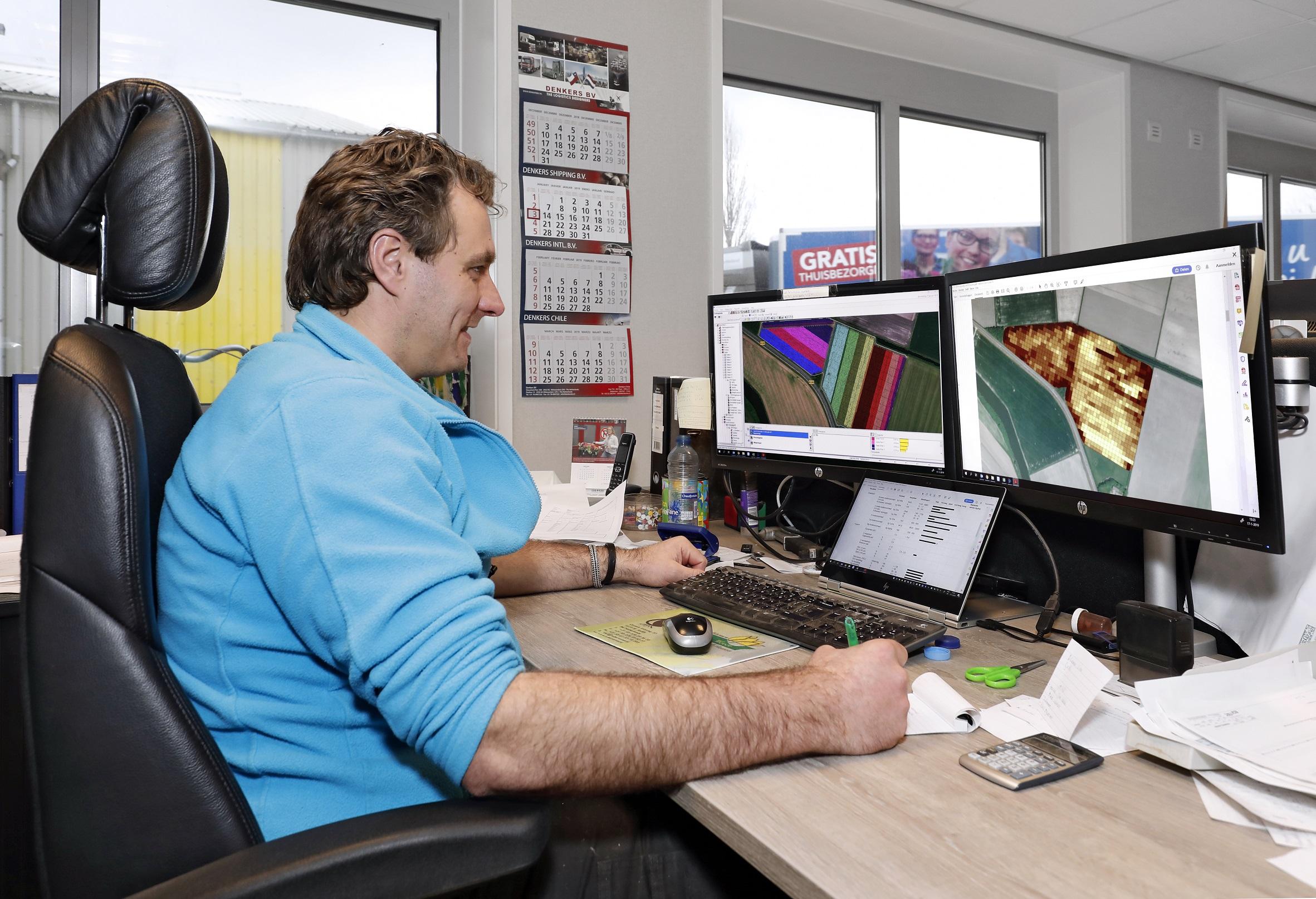 NPPL-deelnemer Stef Ruiter gaat tijdens het bollenrooien werken met een camera op de rooier.