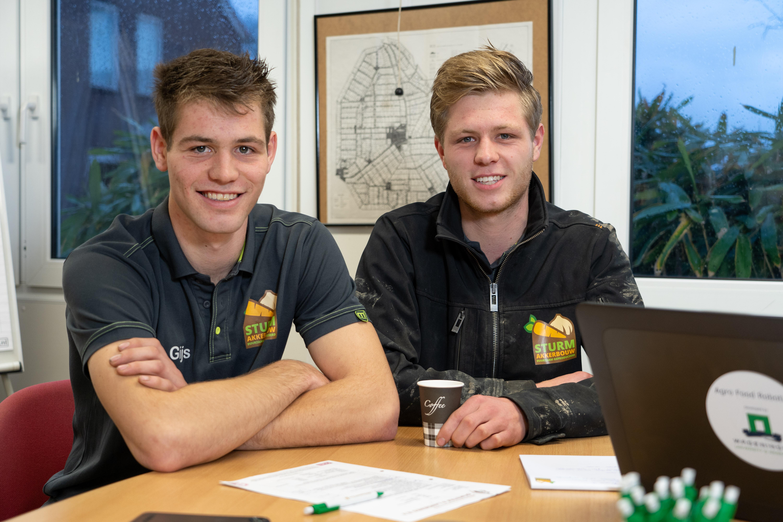 Max en Gijs Sturm werken op het akkerbouwbedrijf in maatschap met hun ouders Koos en Jozefien. De broers doen behoren tot de groep eerste NPPL-deelnemers in 2018.